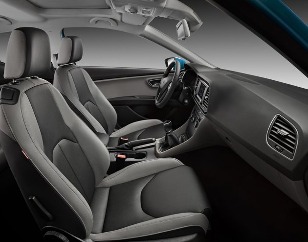 Seat leon sc planete cars voiture sportive trois for Interieur seat leon