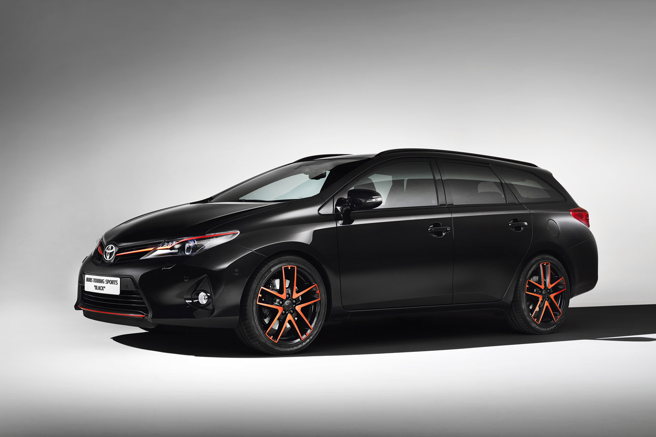 Toyota_Auris_Touring_Sports_Black
