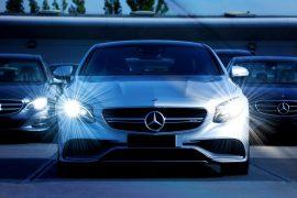 Mercedes blanche de face